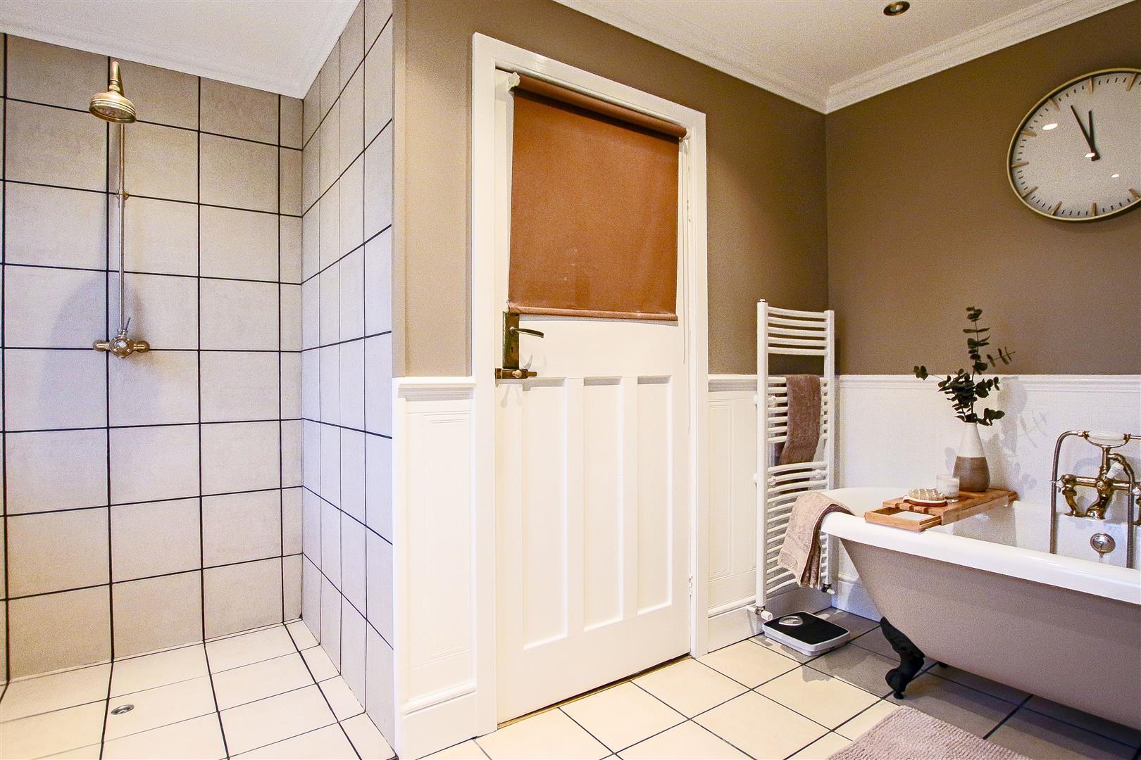 4 Bedroom Detached House For Sale - 49.jpg
